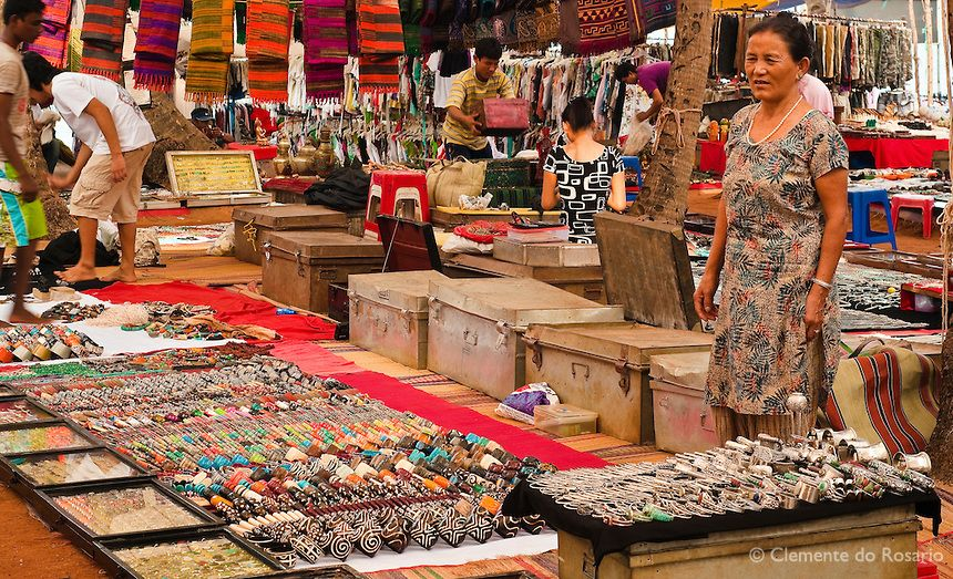 budget-date-ideas-flea-market-shopping