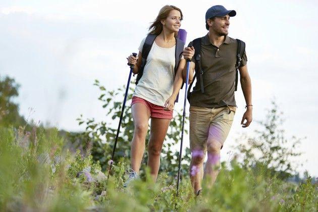 budget-date-ideas-go-hiking