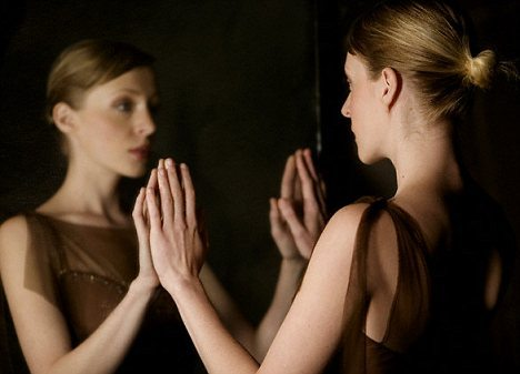 Why Looking At Yourself In The Mirror Is Important?